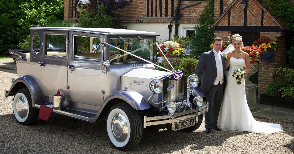 Image 3: Vintage Dreams Wedding Cars